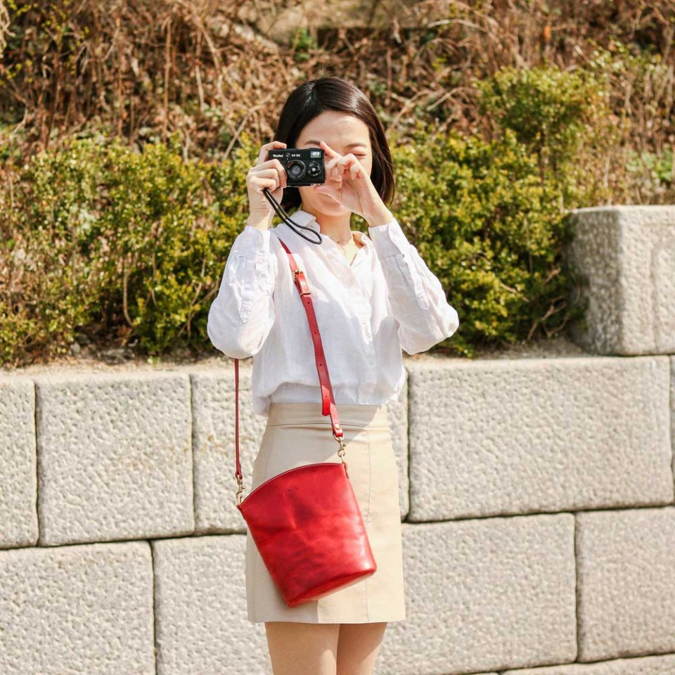 가죽공방 헤비츠 : Hevitz 141 crossbody [point red]promenade